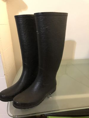 Ugg rain boots. Size 7 for Sale in Chicago, IL