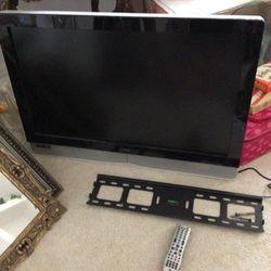 """Vizio 37"""" Smart TV w/ Wall Mount Bracket for Sale in FL,  US"""