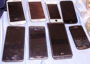 Eight Broken fixable or for parts Cellphone LOT for Sale in Albuquerque, NM