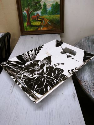 Floral Black & White Tray / Centerpiece. Great condition! Has some dust in photos for Sale in Joliet, IL