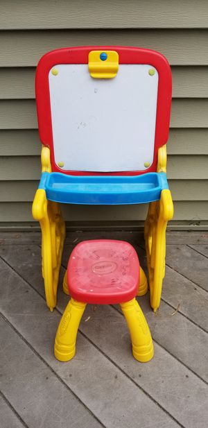 Crayola Kids Desk With Stool for Sale in Billerica, MA