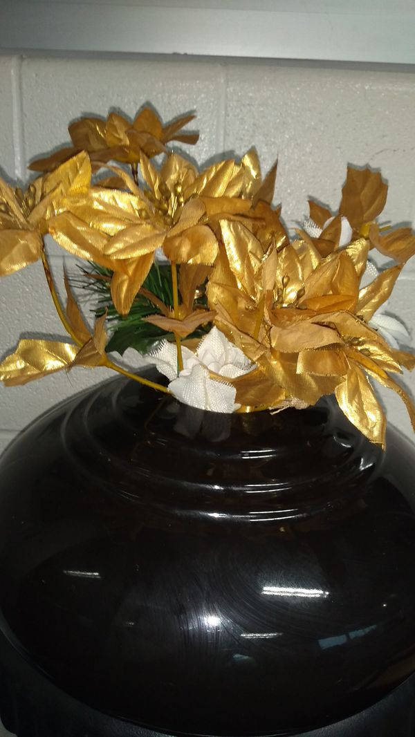 😀 $20.00 Very beautiful Gold flowers/ Black Vase (flower centerpiece vase Only) $20.00 W/ matching picture $30.00
