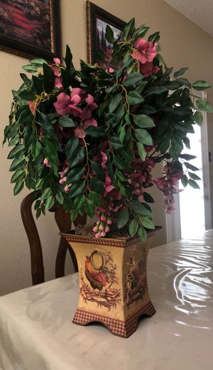 Large artificial flower with chicken vase for Sale in Irving, TX
