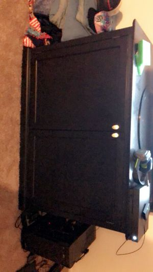 Dresser / Cabinet for Sale in Des Moines, WA
