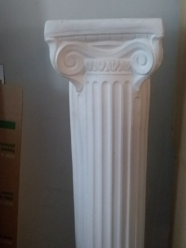 Ceramic Column / Pedestal