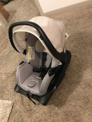 Evenflo baby car seat with car seat holder for Sale in Tampa, FL