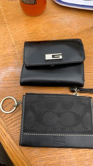 Authentic guess an coach coin purse an wallet for Sale in Clovis, CA