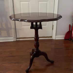 End Table Old for Sale in Nashville, TN