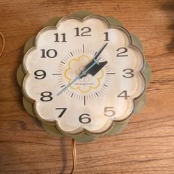 General Electric MCM Daisy Wall Clock for Sale in Snoqualmie Pass,  WA