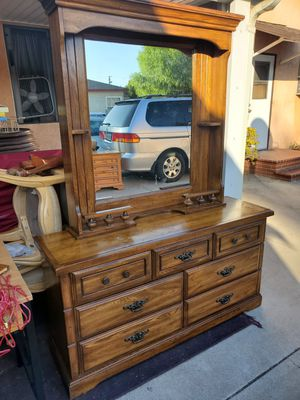 7 drawer dresser with mirror and 2 nightstands for Sale in West Covina, CA
