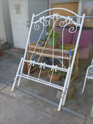 Metal twin size frame with design for Sale in Gulfport, FL