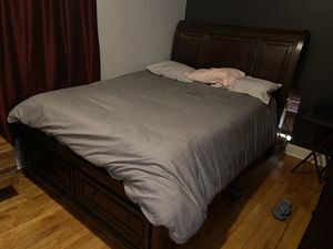 Queen Bed, Porter sleigh bed for Sale in Cicero, IL