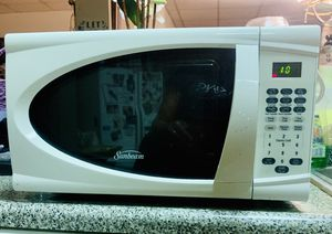 Sunbeam 0.7 Cu-Ft. 700-Watts Digital Microwave Oven-White for Sale in Clifton, NJ