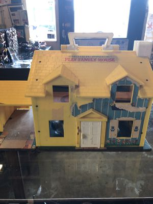 Antique vintage FISHER PRICE LITTLE PEOPLE FAMILY PLAYHOUSE. 1960s. Has 3 beds and other pieces. Missing pieces. 55.00. 212 north Main Street Buda for Sale in Buda, TX