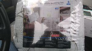 Complete bedding set 8 piece queen size for Sale in Wichita, KS