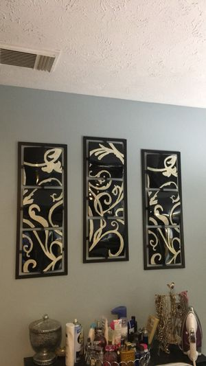 Black and white wall metal decor for Sale in Port St. Lucie, FL