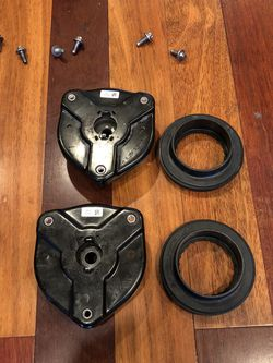 Mercedes w204 front strut mount and spring bearing for Sale in San Antonio,  TX