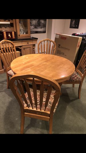 Dining room table set with 6 chairs and table leaf for Sale in HUNTINGTN STA, NY