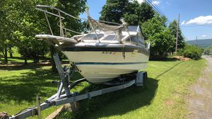 Bayliner cuddy cab boat for Sale in RUSCMBMNR Township, PA