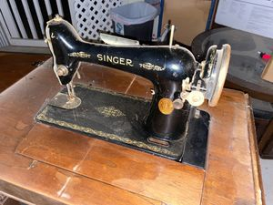 Antique 1920's Singer Sewing Machine. for Sale in Rancho Cucamonga, CA