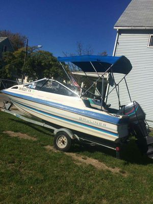 Blue and white motor boat bayliner for Sale in Cleveland, OH