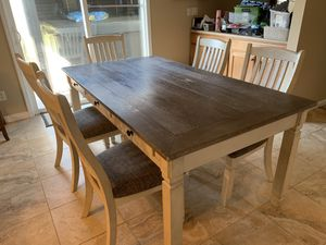 Kitchen table and 5 chairs for Sale in O'Fallon, MO