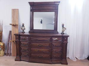 Bedroom set King size for Sale in Glendale, AZ