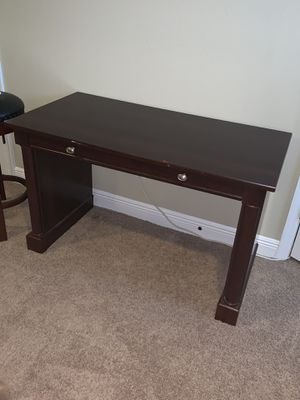 Misc tables/desk for Sale in Tampa, FL