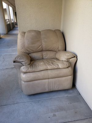 Leather recliner couch lazyboy lazy boy Christmas 🎄 present mom daughter sister friend stocking dad chair for Sale in Irvine, CA