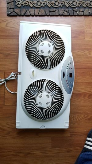 Bionaire twin reversible airflow window fan, 3 speed thermostat for Sale in Fort Washington, MD