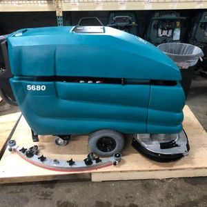 Tennant 5680 Floor Scrubber for Sale in Midlothian, IL