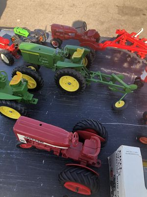 John Deere/Ertl Tractor Lot of 16 for Sale in Lakeside, CA