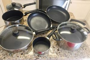 11pcs cook set - pots, pans, glass lids , frying pans are sharper image the rest are ULTREX , all coatings are in like new to near new condition . for Sale in Wylie, TX