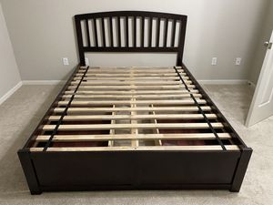 Queen platform bed frame for Sale in Columbia, MO