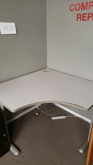 Large corner desk for Sale in Lakewood, CA