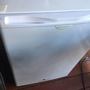 Mini Refrigerator for Sale in Lakewood, WA