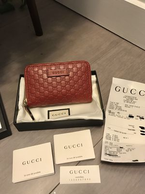 Gucci Leather GG Guccissima Zip Compact Wallet for Sale in Westlake, MD