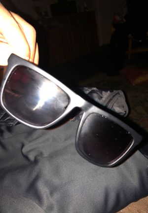 Men's guess sunglasses for Sale in Fontana, CA