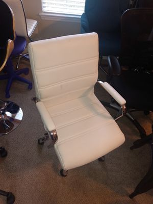 Brand New white leather office chair for Sale in Jonesboro, GA