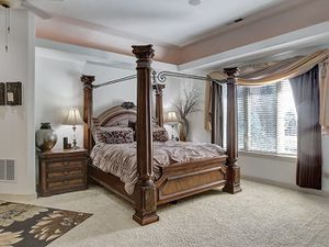 Elegant King size bedroom set for Sale in Portland, OR