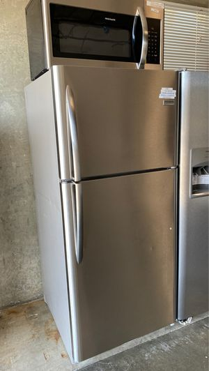 Frigidaire Gallery top freezer stainless steel Refrigerator fgtr2037tf for Sale in San Jose, CA
