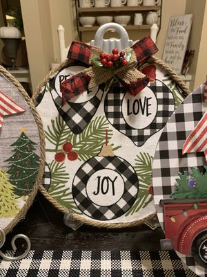Christmas garland decor for Sale in Glendora, CA