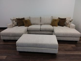 LARGE DOUBLE CHAISE SECTIONAL SOFA WITH ACCENT PILLOWS for Sale in Richardson,  TX