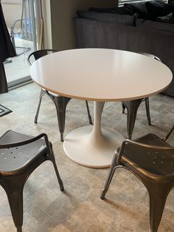 Modern Dining Room Table And 4 Chairs for Sale in Lacey,  WA