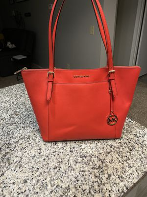 Michael Kors tote bag for Sale in Reynoldsburg, OH