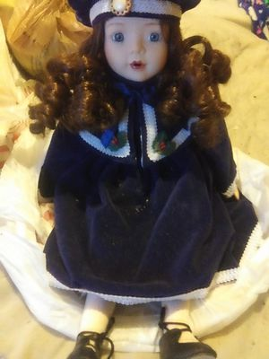 Really pretty doll she good condition no damage for Sale in Murfreesboro, TN