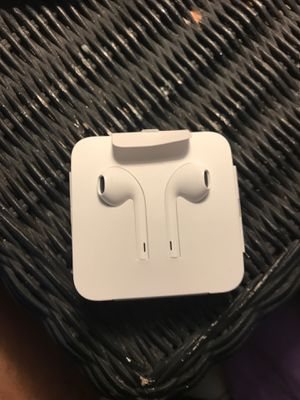 Brand new Apple Earbuds for Sale in St. Petersburg, FL