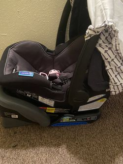 2 Car Seats With Bases for Sale in Houston,  TX