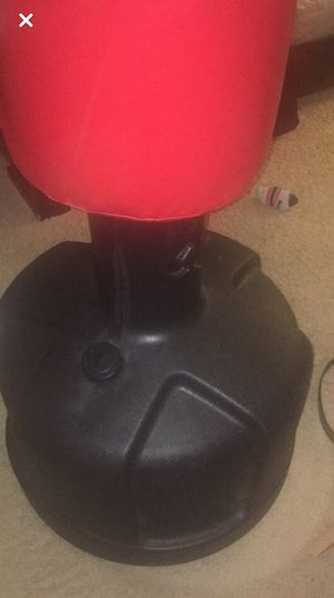 Punching bag for Sale in Woodridge, IL