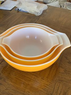 Pyrex 70's Vintage Mixing Bowls for Sale in Orange,  CA